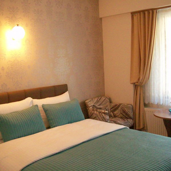 Double Yataklı iki kişilik standart oda
