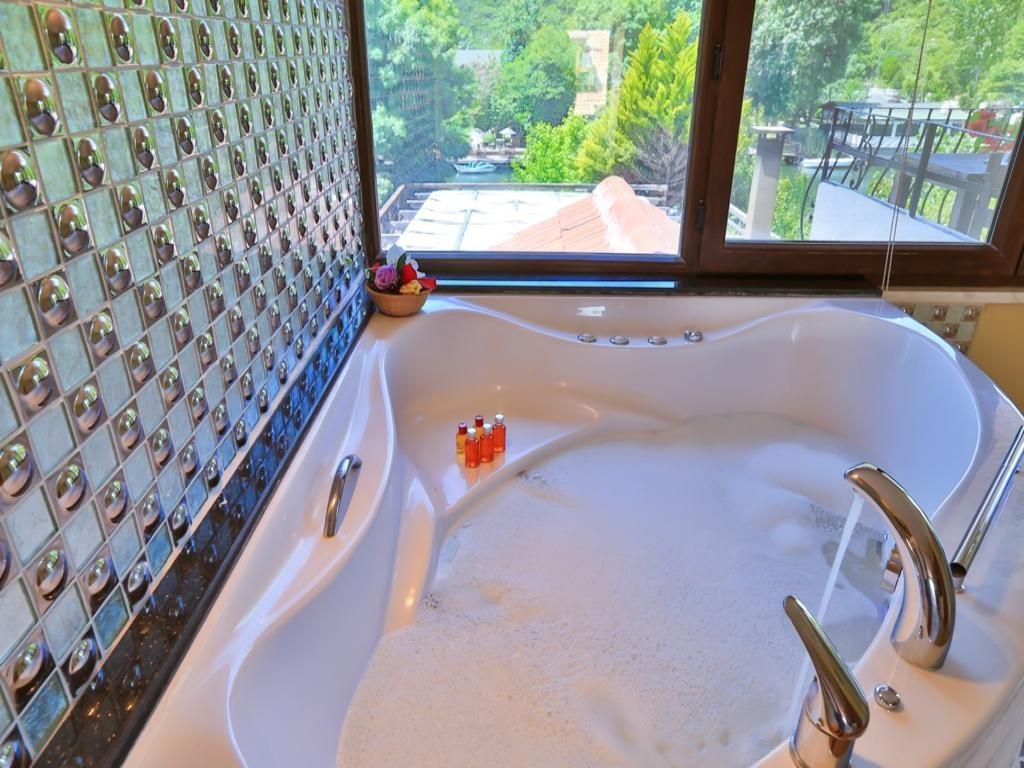 Deluxe Suite Spa Küvetli Şömine Isıtıcılı, Balkonlu Nehir Manzaralı Oda
